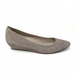 Boden 42/10.5 Wedge Pointed Toe Flats Taupe Suede
